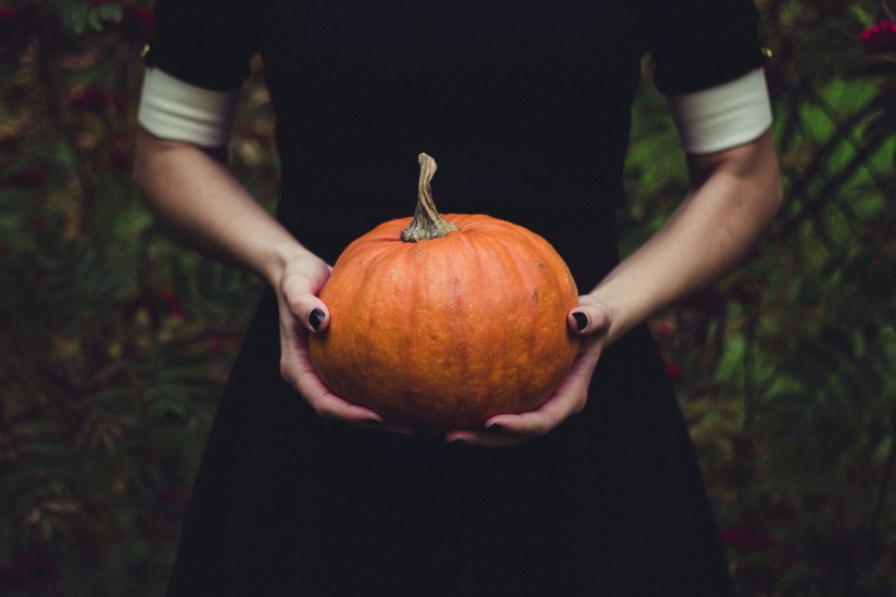 4 Ways to Use Pumpkin:  Vanilla + Pumpkin Body Scrub, Pumpkin+Honey Face Mask, A Latte & Cinnamon Roasted Seeds..